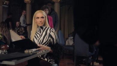 Photo of Gwen Stefani and Blake Shelton Poke Fun at Video Call Mix-Ups in T-Mobile's Super Bowl Ad